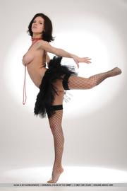 ballerina wannabe milf reveals