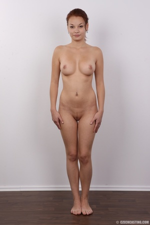 Young and pretty slender chick reveals h - XXX Dessert - Picture 14