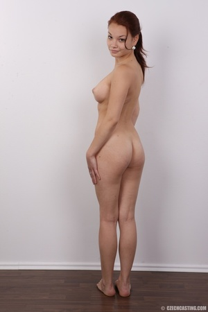 Young and pretty slender chick reveals h - XXX Dessert - Picture 18