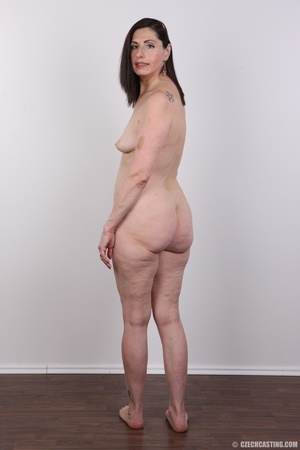Slightly chubby sexy matured chick shows - XXX Dessert - Picture 12