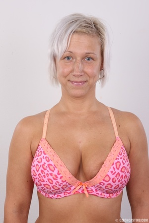 Hot blonde mom with sexy fat ass shows i - XXX Dessert - Picture 5