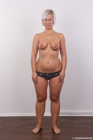 Hot blonde mom with sexy fat ass shows i - XXX Dessert - Picture 7