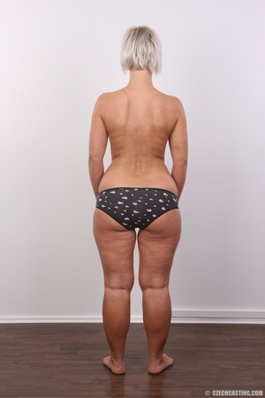 Hot blonde mom with sexy fat ass shows i - XXX Dessert - Picture 9