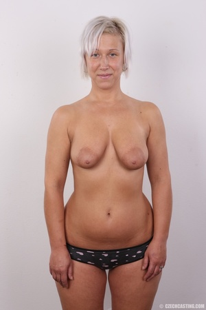 Hot blonde mom with sexy fat ass shows i - XXX Dessert - Picture 10