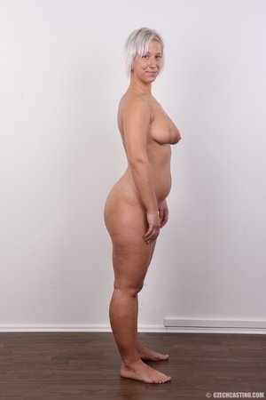Hot blonde mom with sexy fat ass shows i - XXX Dessert - Picture 15