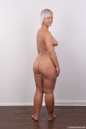 Hot blonde mom with sexy fat ass shows i - XXX Dessert - Picture 17