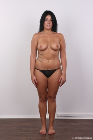 Chubby sexy chick with black hair shows  - XXX Dessert - Picture 7