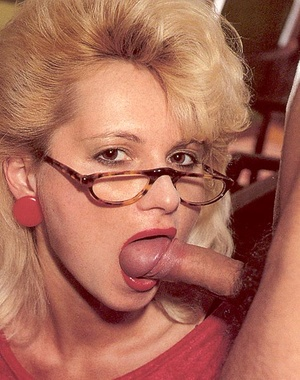 Hairy lady pleasing two eighties dicks a - XXX Dessert - Picture 5