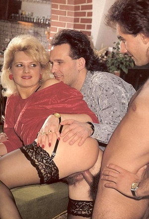 Hairy lady pleasing two eighties dicks a - XXX Dessert - Picture 7