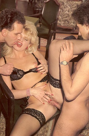 Hairy lady pleasing two eighties dicks a - XXX Dessert - Picture 12