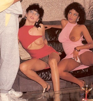 Two naughty seventies honeys pleasing a  - XXX Dessert - Picture 3