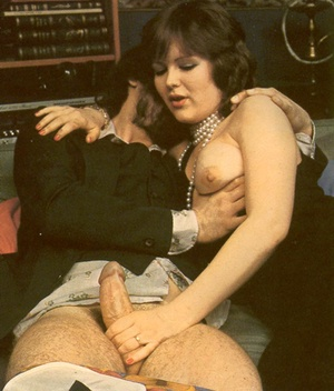 Thick retro lady loves to please a big c - XXX Dessert - Picture 2
