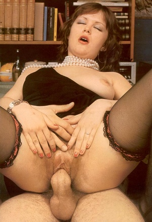 Thick retro lady loves to please a big c - XXX Dessert - Picture 9