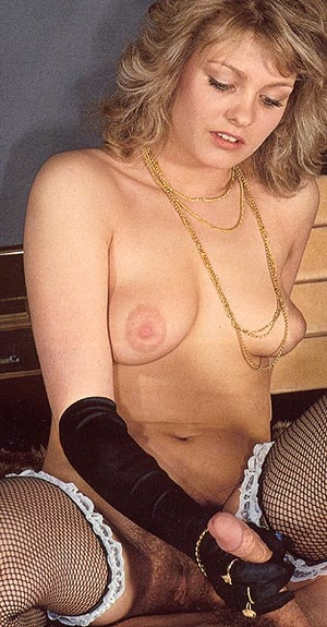 Hairy seventies lady pleasing a young st - XXX Dessert - Picture 8