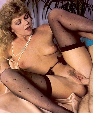 Trimmed seventies lady in stockings enjo - XXX Dessert - Picture 12