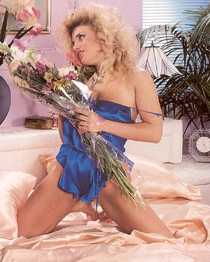 Retro blonde receives a sticky load of c - XXX Dessert - Picture 1