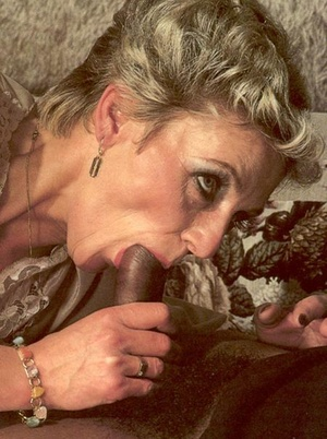 Two seventies couples playing dirty sexu - XXX Dessert - Picture 5