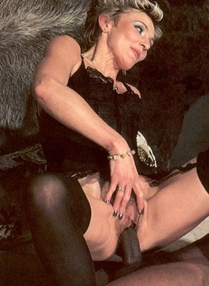 Two seventies couples playing dirty sexu - XXX Dessert - Picture 9