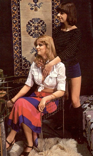 Two hairy seventies lesbians playing dir - XXX Dessert - Picture 2