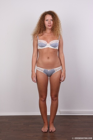 Curly hair chick with cute big ass shows - XXX Dessert - Picture 6