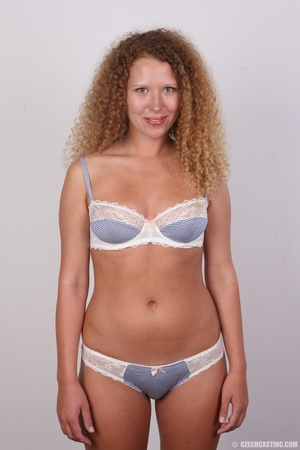 Curly hair chick with cute big ass shows - XXX Dessert - Picture 7