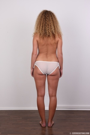 Curly hair chick with cute big ass shows - XXX Dessert - Picture 10
