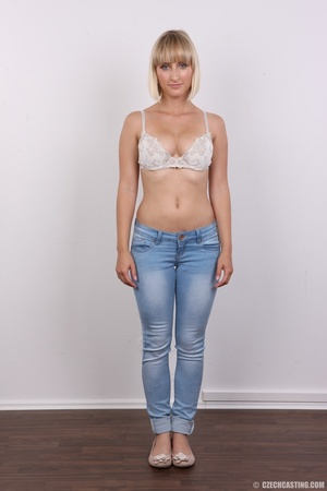 Seductive looking short hair blonde beau - XXX Dessert - Picture 3