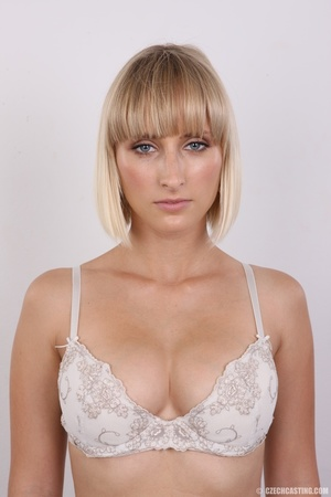 Seductive looking short hair blonde beau - XXX Dessert - Picture 5