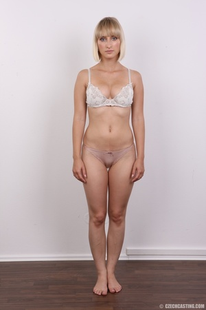 Seductive looking short hair blonde beau - XXX Dessert - Picture 6