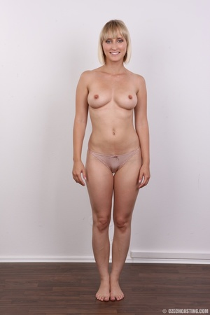 Seductive looking short hair blonde beau - XXX Dessert - Picture 8