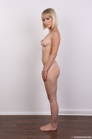 Seductive looking short hair blonde beau - XXX Dessert - Picture 9