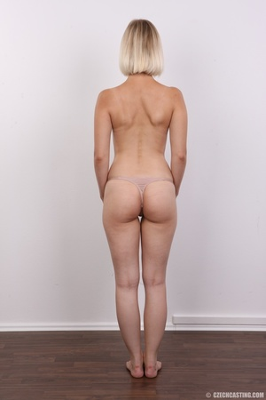 Seductive looking short hair blonde beau - XXX Dessert - Picture 10
