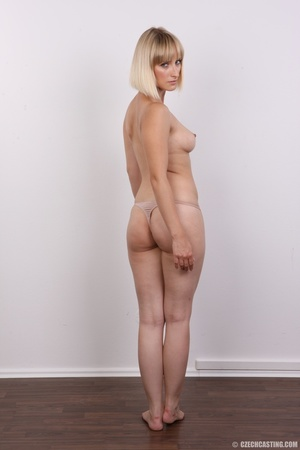 Seductive looking short hair blonde beau - XXX Dessert - Picture 11