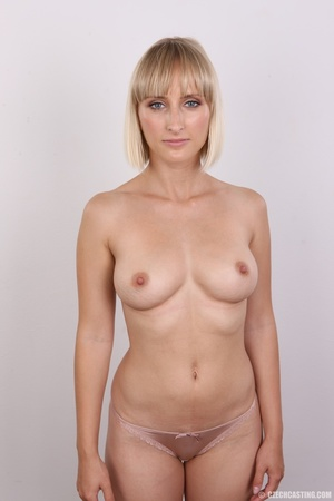 Seductive looking short hair blonde beau - XXX Dessert - Picture 12