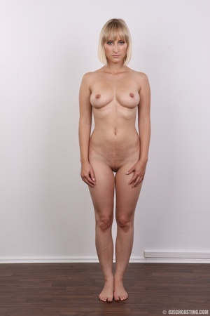 Seductive looking short hair blonde beau - XXX Dessert - Picture 15