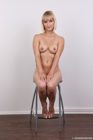 Seductive looking short hair blonde beau - XXX Dessert - Picture 19