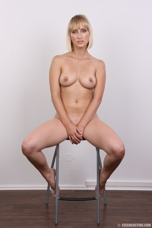 Seductive looking short hair blonde beau - XXX Dessert - Picture 20