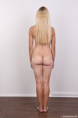 Young blonde model strips to show curvy  - XXX Dessert - Picture 11