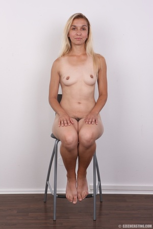 Young blonde model strips to show curvy  - XXX Dessert - Picture 13