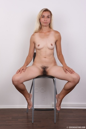Young blonde model strips to show curvy  - XXX Dessert - Picture 14