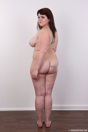 Chubby red hair babe shows cute fat ass, - XXX Dessert - Picture 16