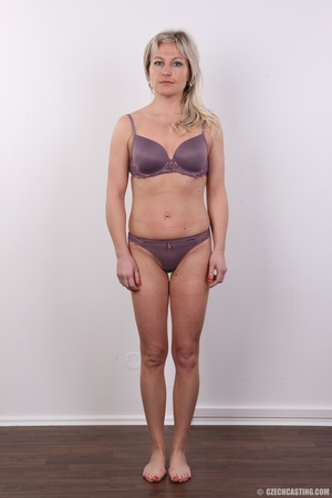Horny cute blonde lady takes o ff clothe - XXX Dessert - Picture 4