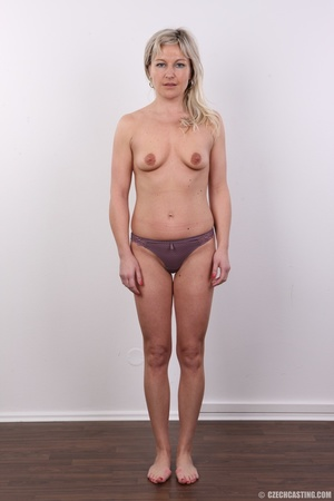 Horny cute blonde lady takes o ff clothe - XXX Dessert - Picture 5