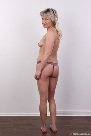Horny cute blonde lady takes o ff clothe - XXX Dessert - Picture 6