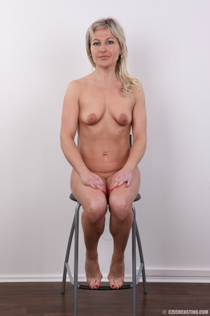 Horny cute blonde lady takes o ff clothe - XXX Dessert - Picture 13
