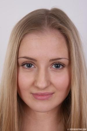 Cute face young blonde with seductive cu - XXX Dessert - Picture 1