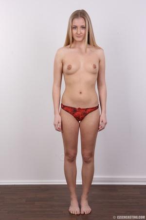 Cute face young blonde with seductive cu - XXX Dessert - Picture 9