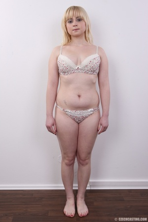 Pretty blonde with sexy chubby figure sh - XXX Dessert - Picture 6