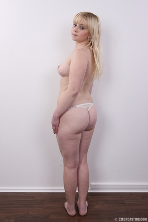 Pretty blonde with sexy chubby figure sh - XXX Dessert - Picture 9