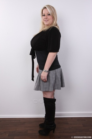 Cute face chubby blonde with real big ti - XXX Dessert - Picture 3